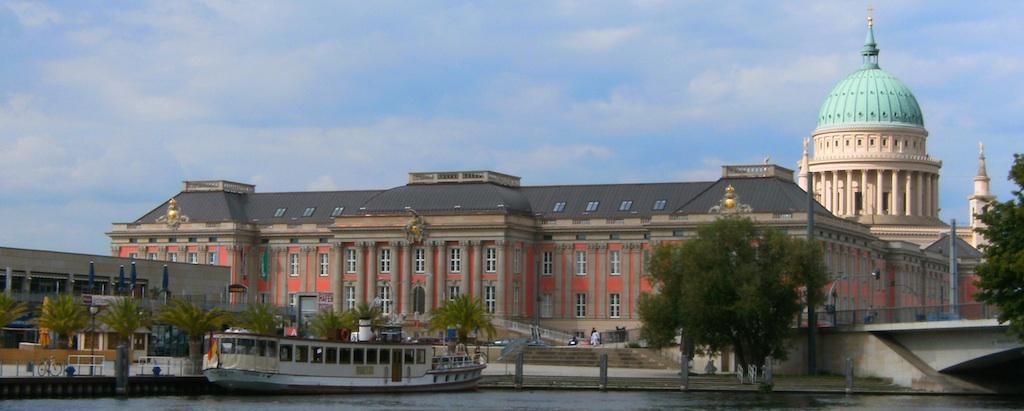 Landtag Brandenburg (CC-BY-SA 3.0 Roland.h.bueb (Wikipedia))